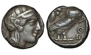 Pièce d'argent de l'Attique tétradrachme 454-404 av.J.-C., tête casquée d'Athéna à droite, branche d'olivier et croissant derrière la chouette debout,